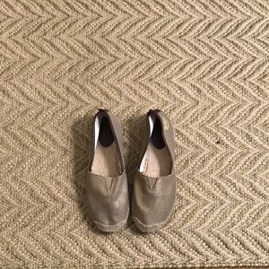 Gold casual espadrille